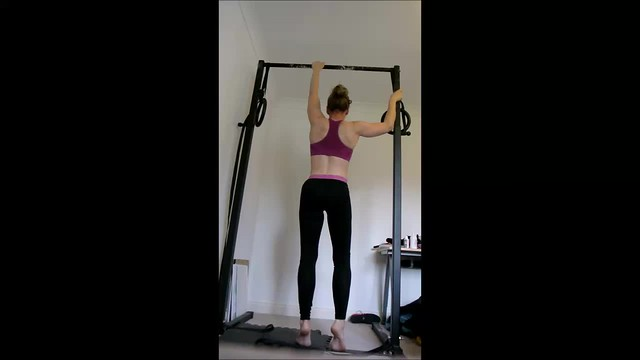 Day 47 - One hand on side post (one arm pullup progression)