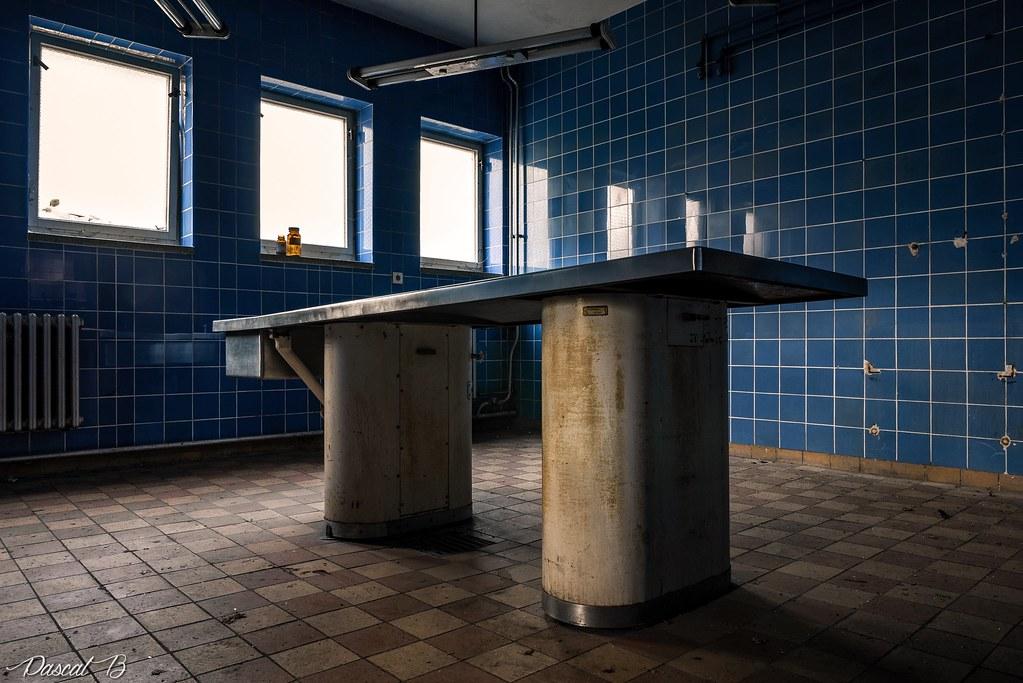 La petite salle d'autopsie bleue 37473913904_19fb90c337_b
