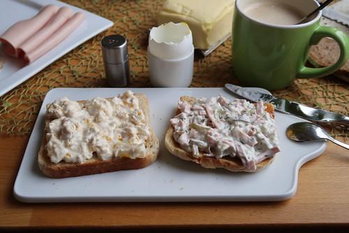 Geflügelsalat und Fleischsalat auf Toast