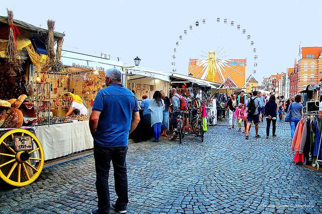 Cafés, terraces and street markets in Gdansk