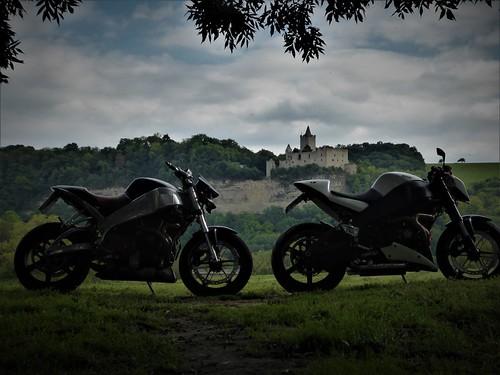Blick vom Saaletal auf die Rudelsburg und auf die Burg Saaleck