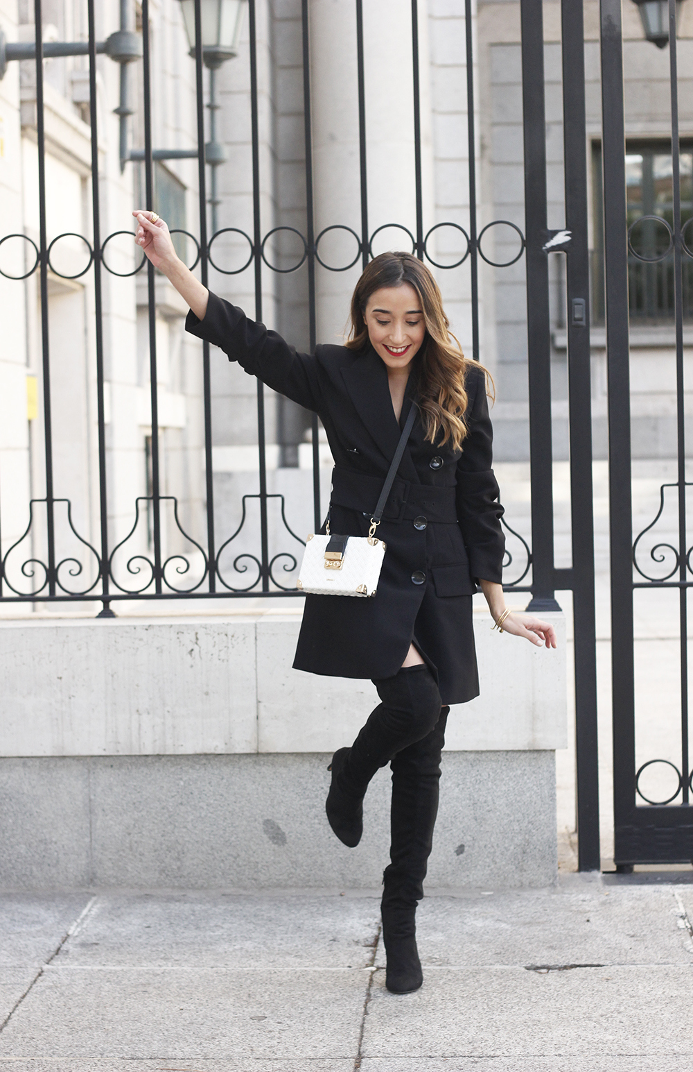 Black Blazer dress over the knee boots outfit uterqüe fashion style outfit autumn01