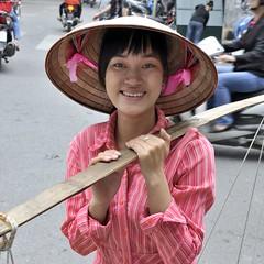 Vendeuse de rue à Hanoï - Woman street vendor in Hanoi