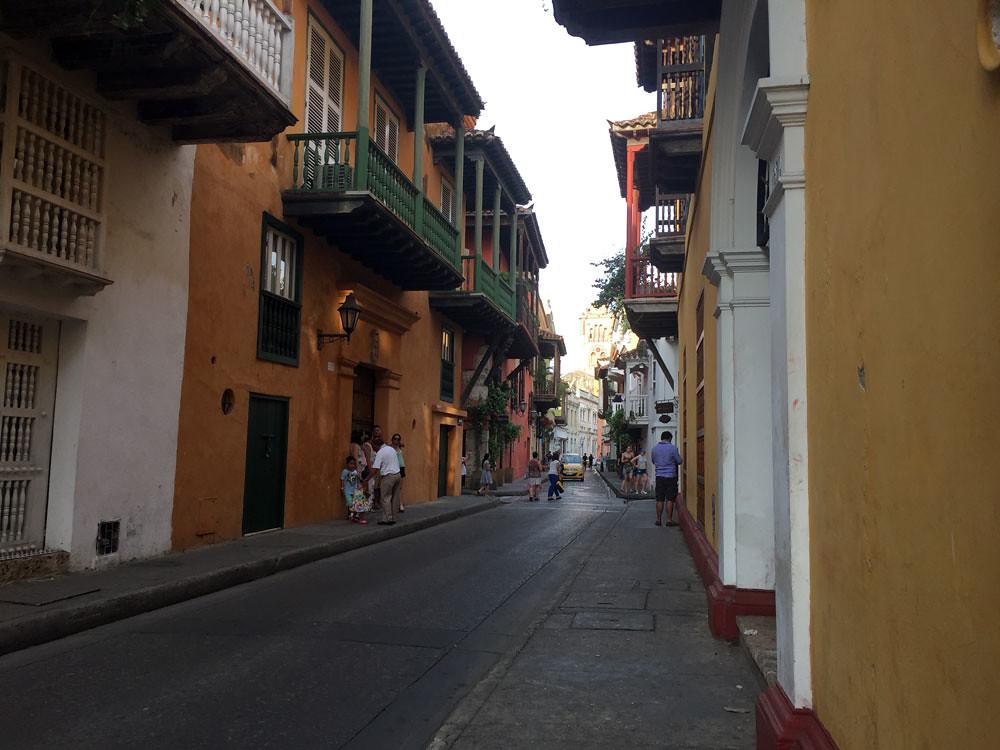 Típica calle de Cartagena de Indias_Autora Cinthia Giménez _Mayo 2017