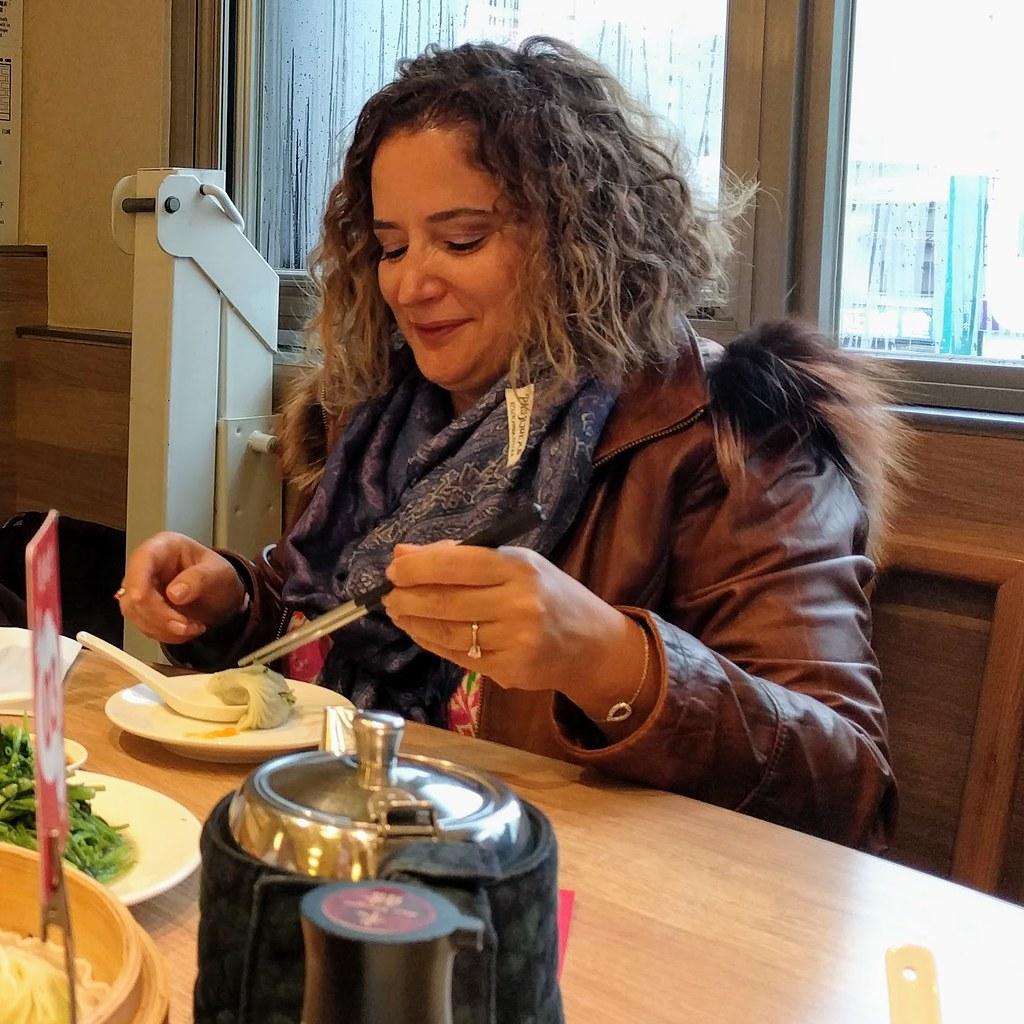 Betul Sadikoglu女士享用鼎泰豐早餐