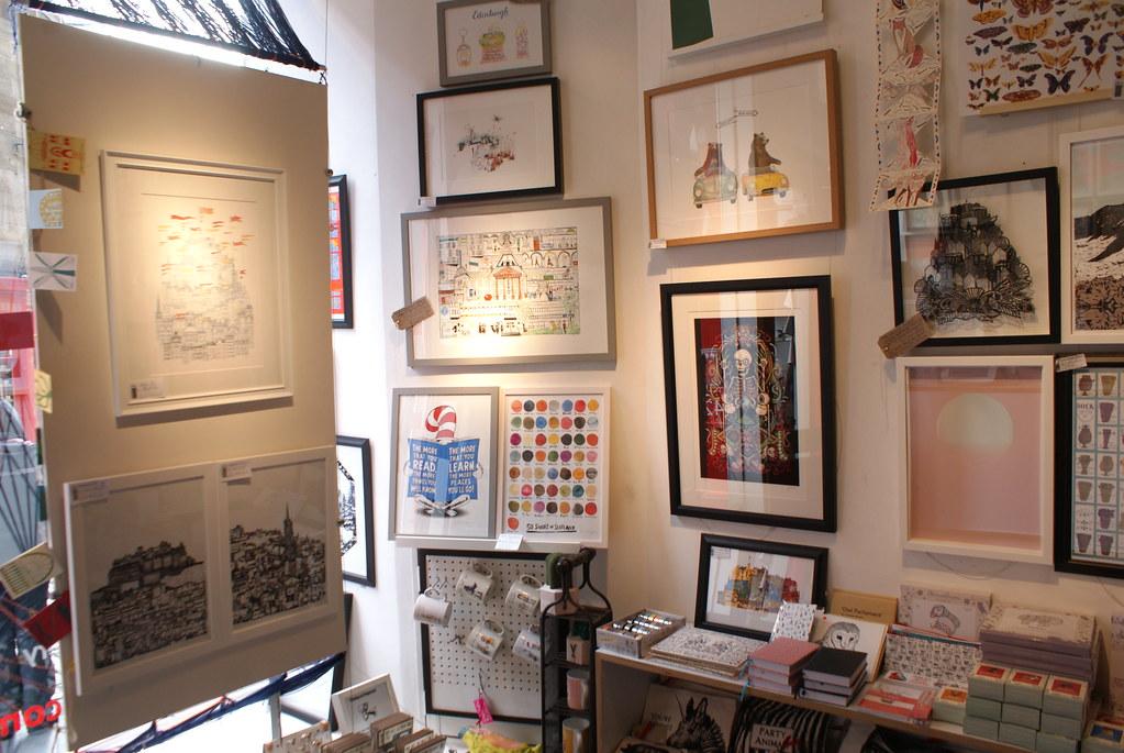 A l'intérieur de la Red Door gallery à Edimbourg. Idéal pour ramener un souvenir ou faire un cadeau.