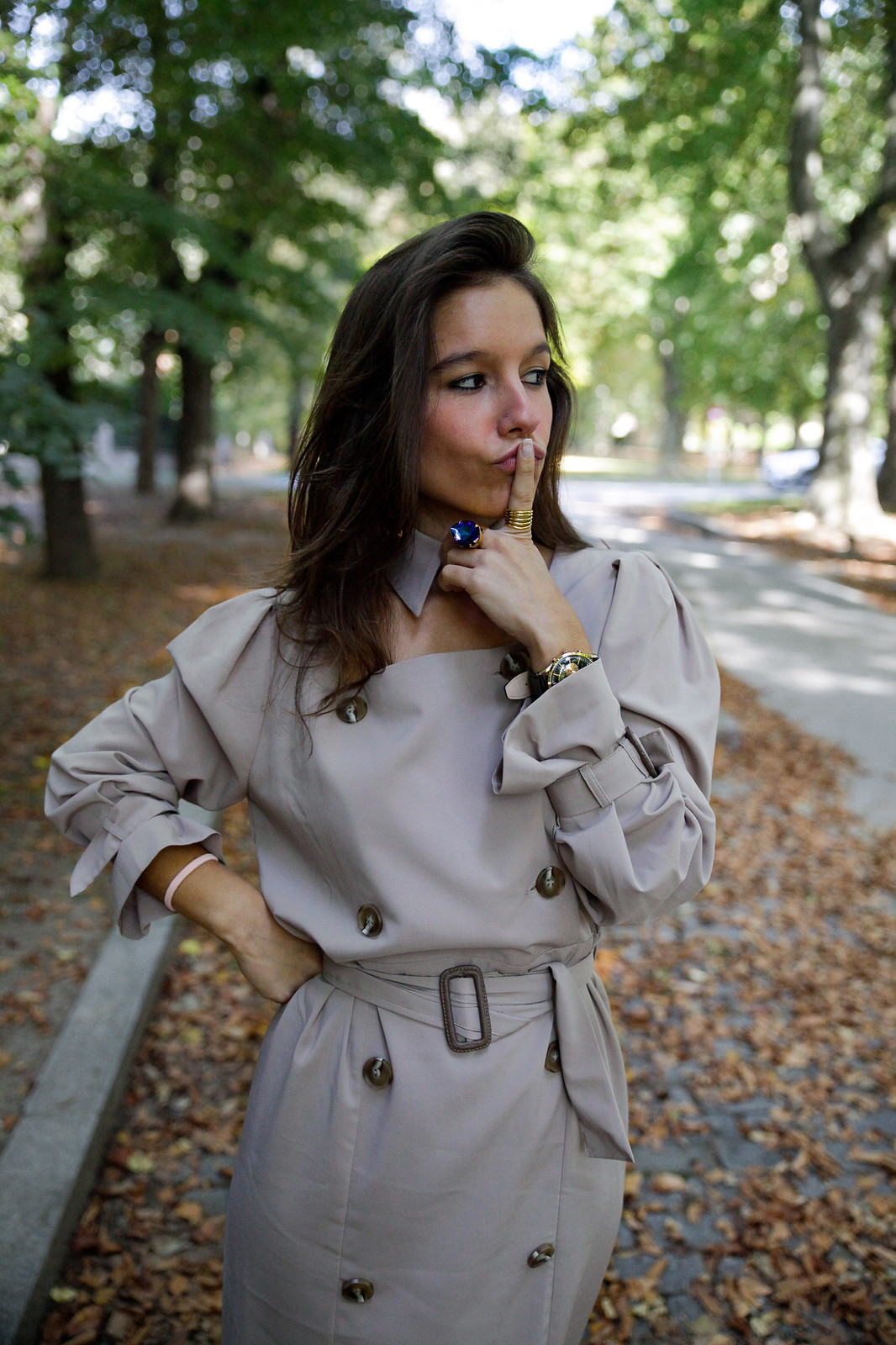 theguestgirl influencer barcelona españa spain blogger lifestyle best trench dress ideas look