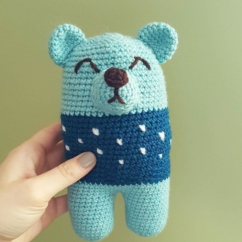 another toy for @chubbyknots_crochet 🐻 this time a bear #toysforsyrianrefugeechildren #crochetersofinstagram #crochetgirlgang #craftastherapy #crochetaddict #amigurumilove #toymakers #amigurumi #makersgonnamake