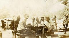 Bonus marchers take time for meal: 1932