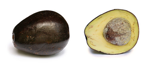 800px-Avocado_with_cross_section_edit