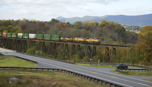 emd dieselelectric freight locomotive railroad rr unionpacific norfolksouthern norfolkandwestern nw nikon shenandoahline hline trestle bridge