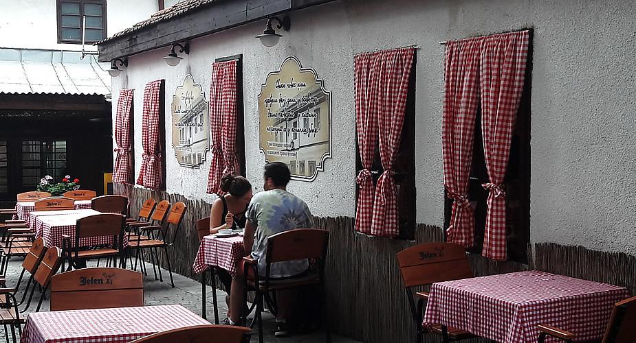Koffie drinken in Belgrado: bij Kafana Znak pitanja | Mooistestedentrips.nl