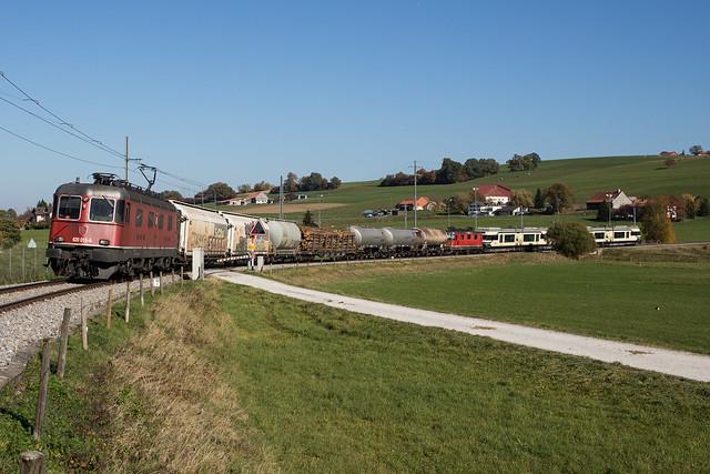 CFF Cargo Re 620 avec deux GTW MVR à Romont
