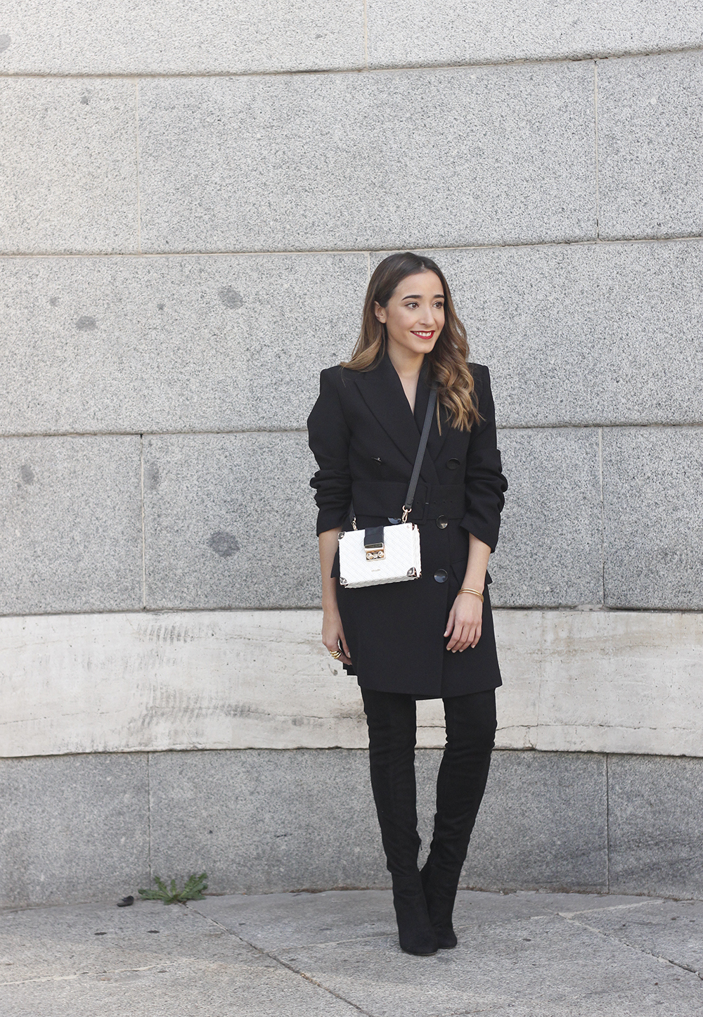 Black Blazer dress over the knee boots outfit uterqüe fashion style outfit autumn04
