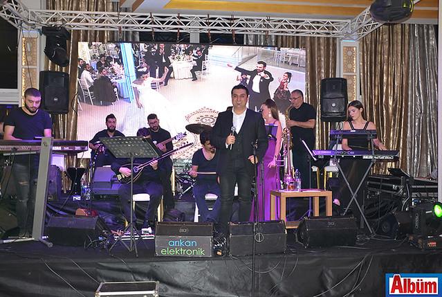Alanya'nın sevilen müzisyenlerinden Mehmet Kılınçay ve Banana Orkestrası'nın seçtiği parçalar geceye renk kattı.