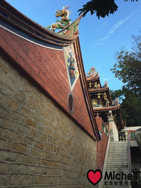 往上爬可以来到海印寺大雄宝殿.