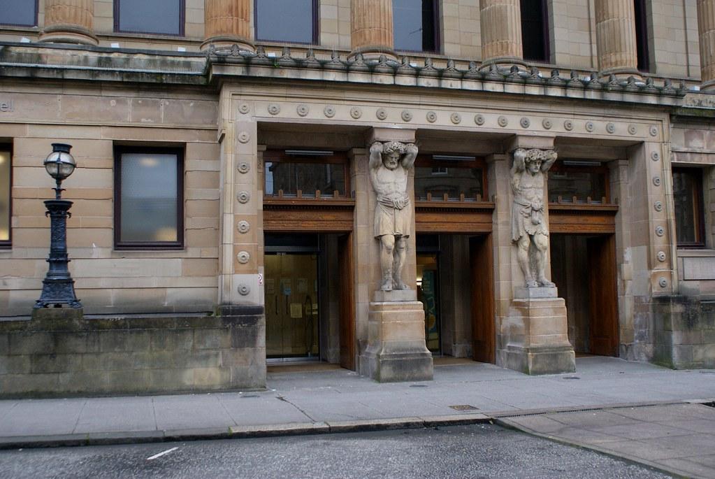 Entrée de la bibliothèque Mitchell à Glasgow
