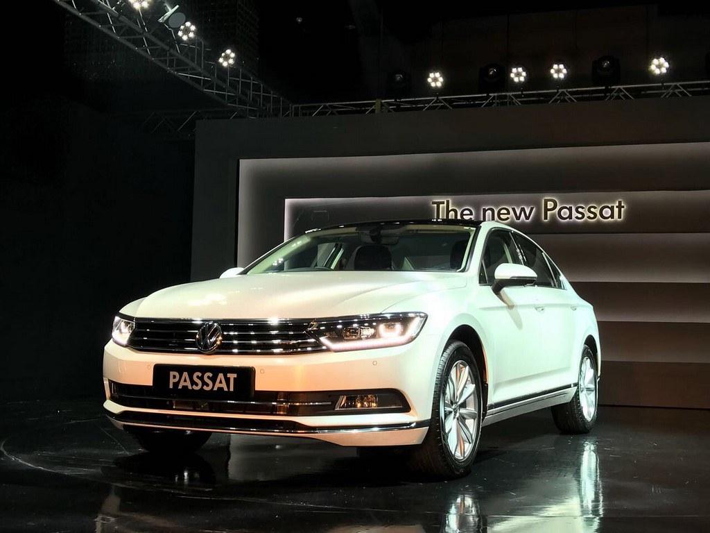 2017-Volkswagen-Passat-India-Launch (10)
