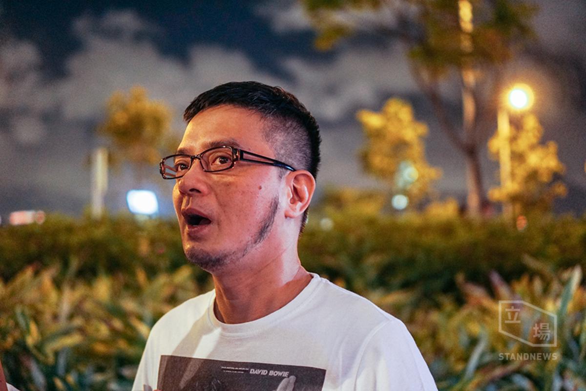 黃耀明:「現在每個人都是自己一個。」