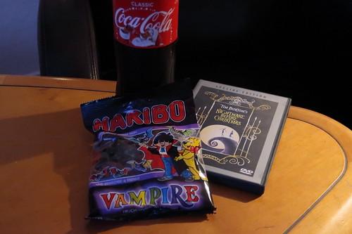 """Vampire (von HARIBO) und CocaCola (mit Weihnachtsmann-Konterfei) zum Film """"Nightmare before Christmas"""" (anlässlich Halloween)"""