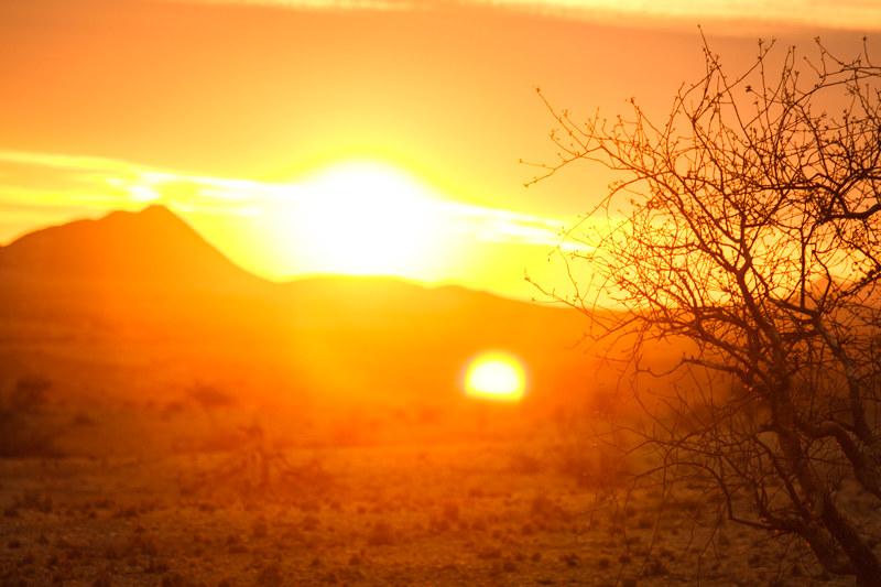 Namibia-Entdecken-Safari-Urlaub-Sonnenuntergang-Afrika