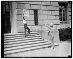 Painters strike begins at Internal Revenue building: 1937