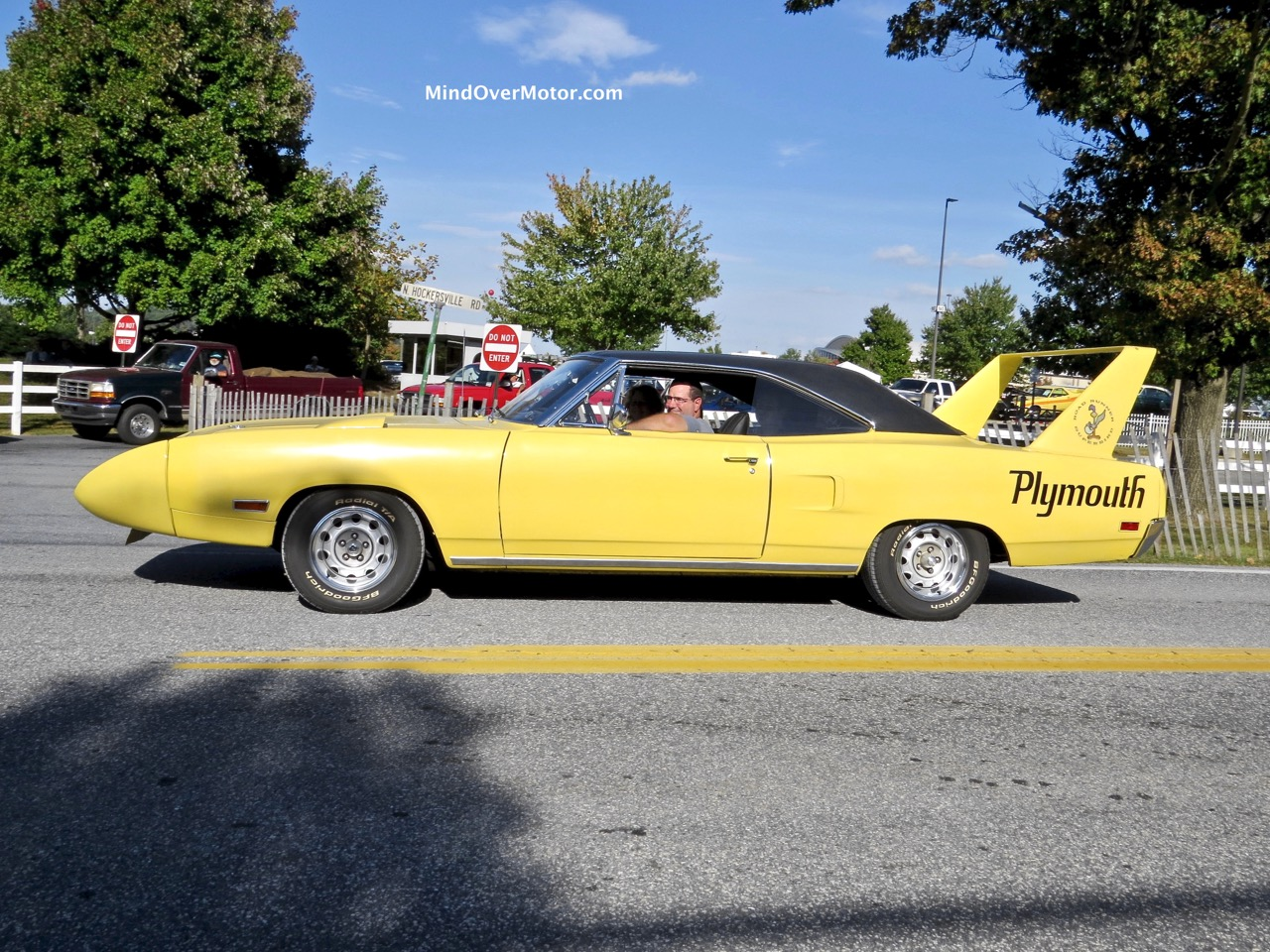 1970 Plymouth Superbird YELLOW