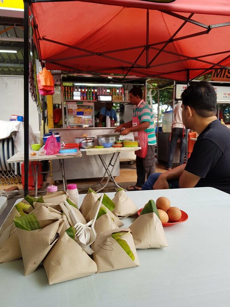 印度煎餅 Roti Kosong $1 & 印度奶茶 Teh Tarik $1.30 @ Gerai Karim Lot 12 Medan Selera Halal SS2/60