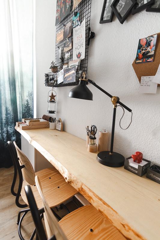 Langer Holzschreibtisch Holzbohle für zwei