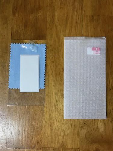 ガラスフィルムとクリーニングクロス