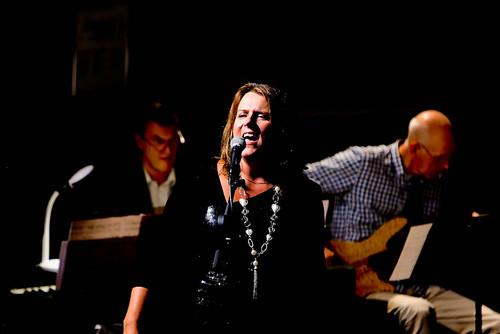 Karin Toresand sjöng solo i O, happy day.