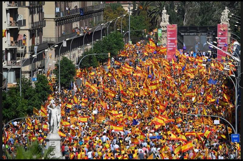 Foto de El Mundo - Manifestación de Barcelona contra el nacionalismo catalán, 8/10/2017