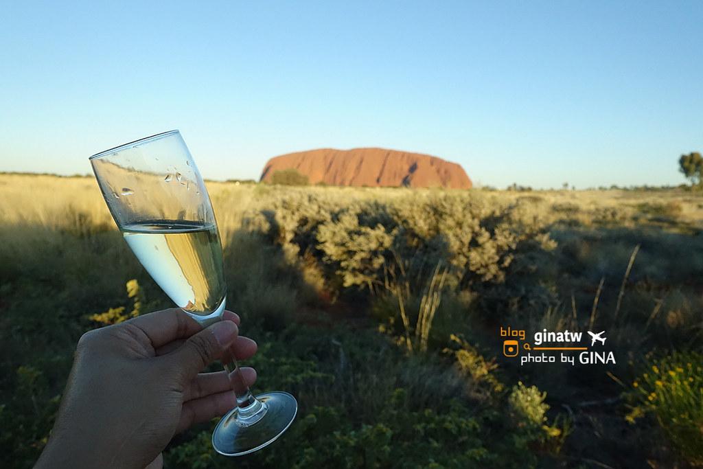 澳洲北領地烏魯魯》一個人也可以玩艾爾斯岩(Ayers Rock)烏魯魯徒步環全程英文導覽團+我在烏魯魯世界中心日落觀景 紅酒、香檳喝到飽 @Gina Lin