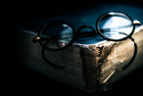 macromondays sidelit book glasses antique side lit old blue hoyafilters macro nikon d750 technique
