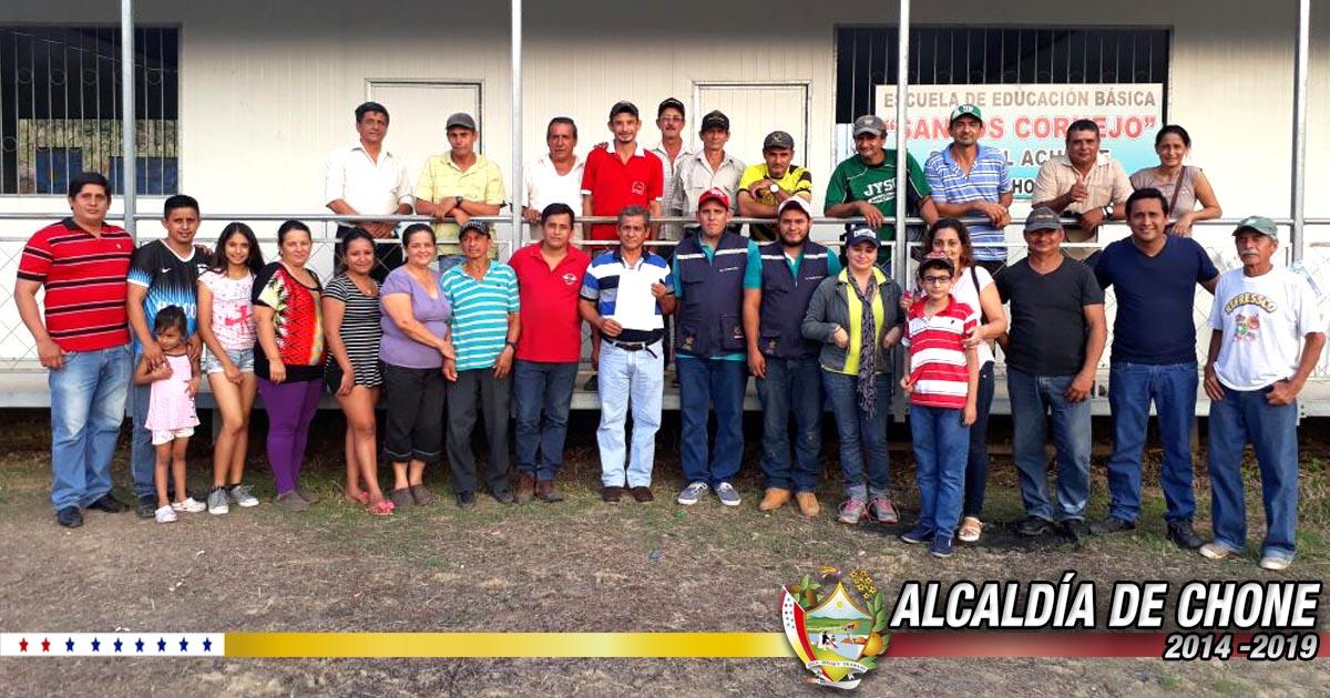 Entregan acuerdo ministerial a la comuna campesina El Achiote de Río Grande de Chone