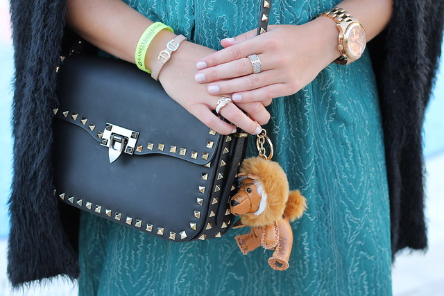 green-dress-and-valentino-bag-details-wiebkembg