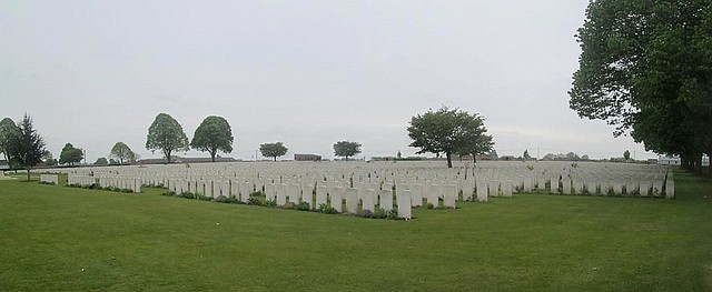Graves, Poelcapelle War Cemetery