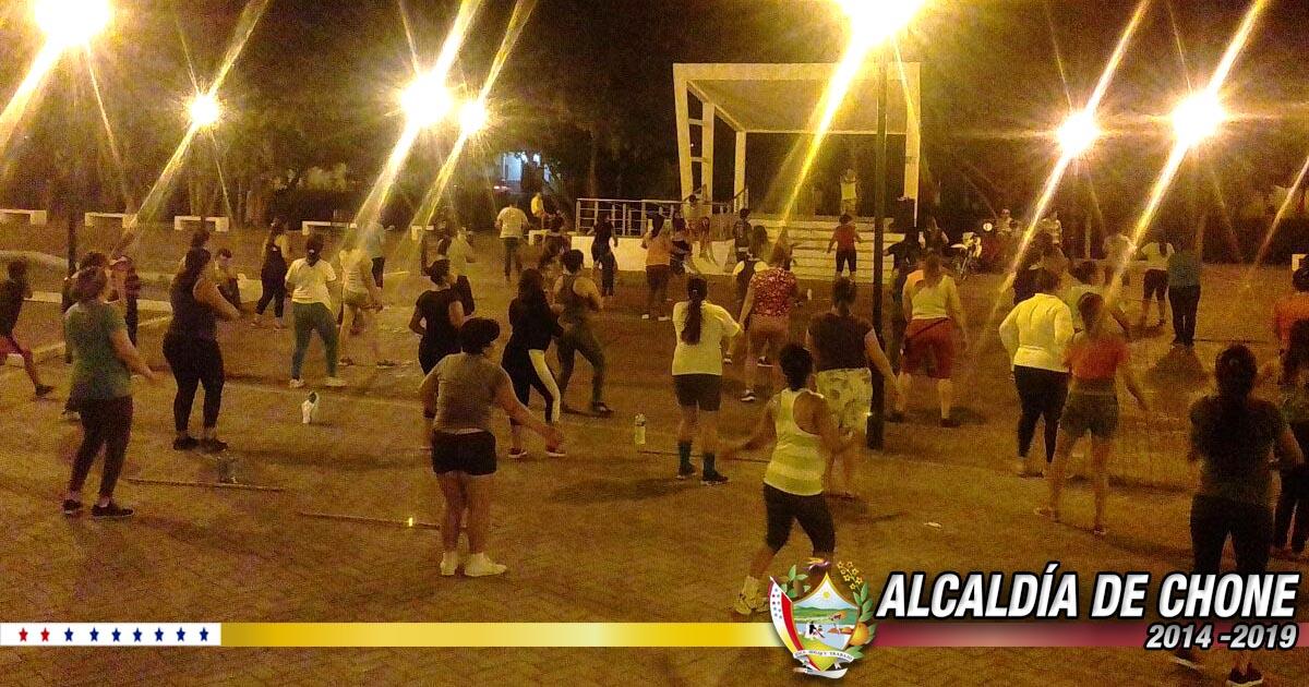 Ciudadanos chonenses se interesan por salud en la bailoterapia