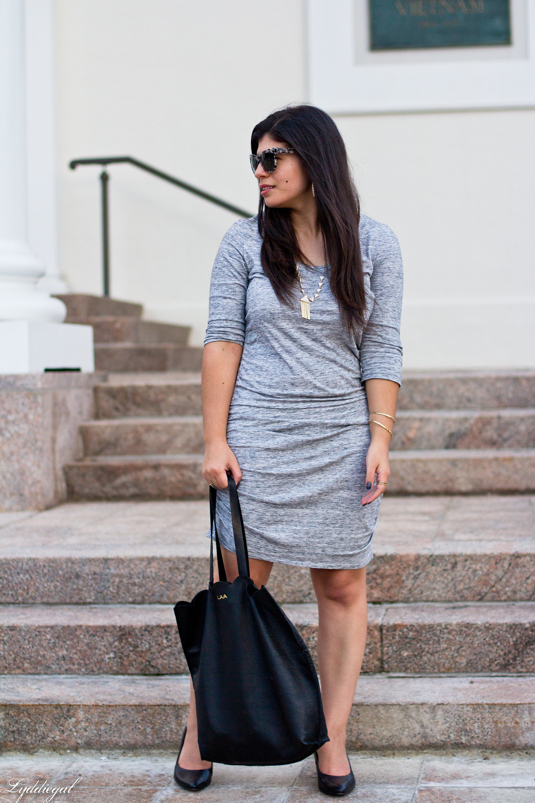grey bodycon dress, black pumps, scalloped tote-3