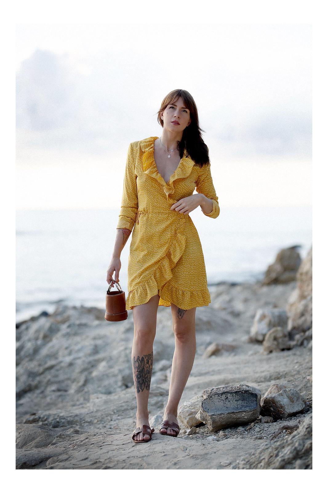 vila yellow mustard polka dot dress mallorca holiday beach sunrise moody style fashionblogger cats & dogs modeblog ricarda schernus fotograf max bechmann düsseldorf travelbloggers roamers 6