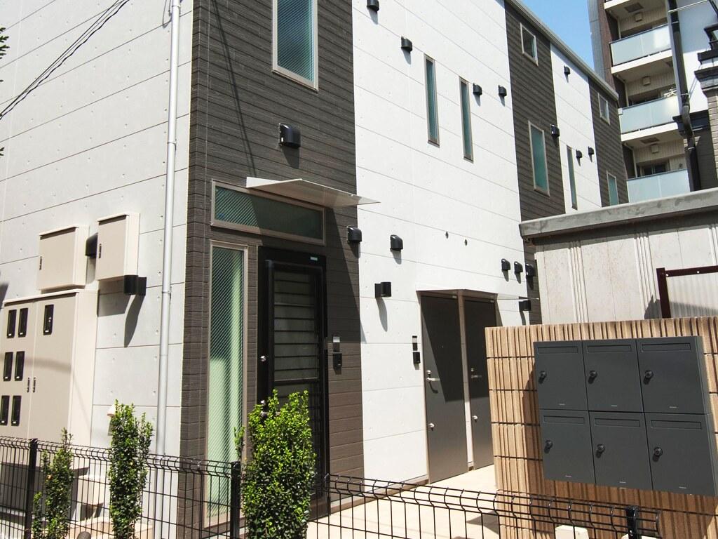 アパートメントハウスの入り口・集合ポスト
