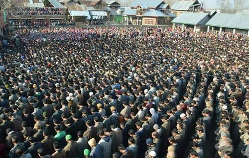 thousands-attend-funeral-prayers-of-martyred-youth-1497700377-7377