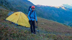 To jest jedyne najlepsze miejsce na namiot, o najmniejszej pochyłości. Gotowi do wyjścia na szczyt.