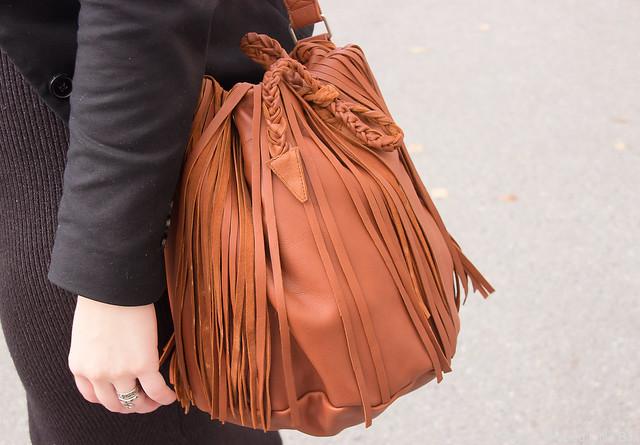 Ompelimo Rokita laukku laadukas nahkalaukku hapsuilla hapsulaukku kotimainen laukku syksyn muoti konjakinvärinen laukku Syystyyli fashion blog styleblog blogger tyyliblogi muoti