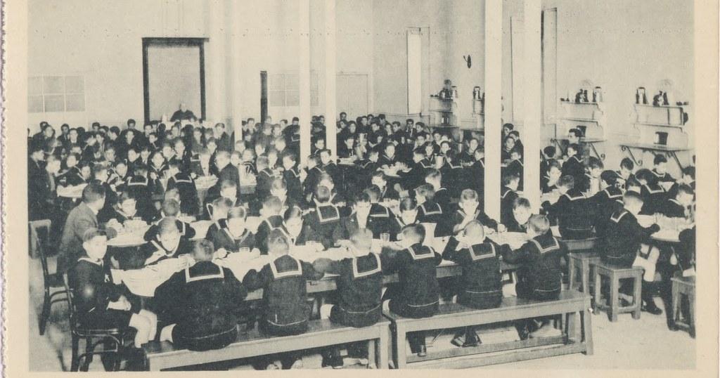 Colegio para huérfanos de la oficialidad de Infanteria. Comedor. Antiguo Hospital de San Lázaro. Colección de Justo Monroy.