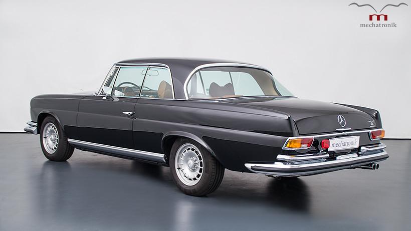 1970-Mercedes-W111-2