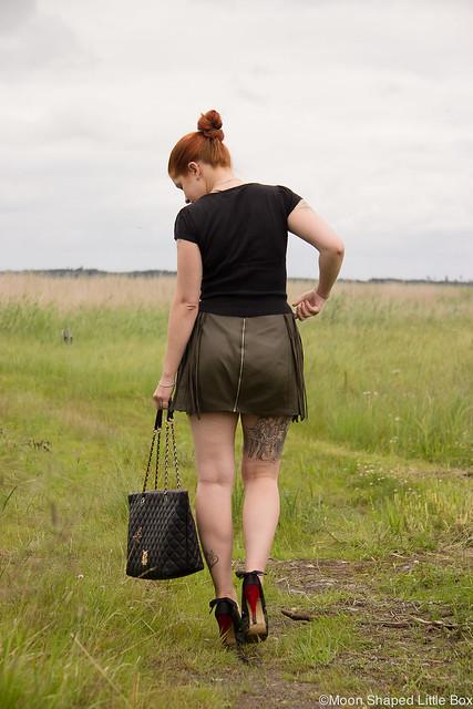 OOTD Outfit Leatherskirt Nahkahame Hapsut Tyyliblogi hapsuhame tilaustyö nahkahame suomesta