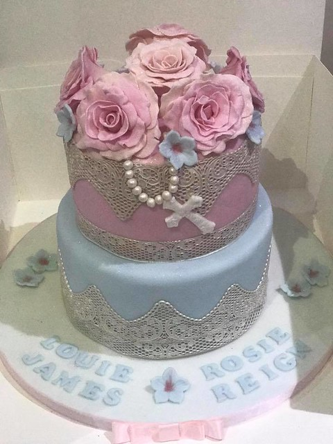Cake by Jodie Young of Blossom & Bluebell Cupcakes