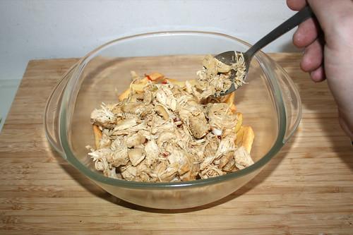 42 - Hühnerklein auftragen / Add chicken
