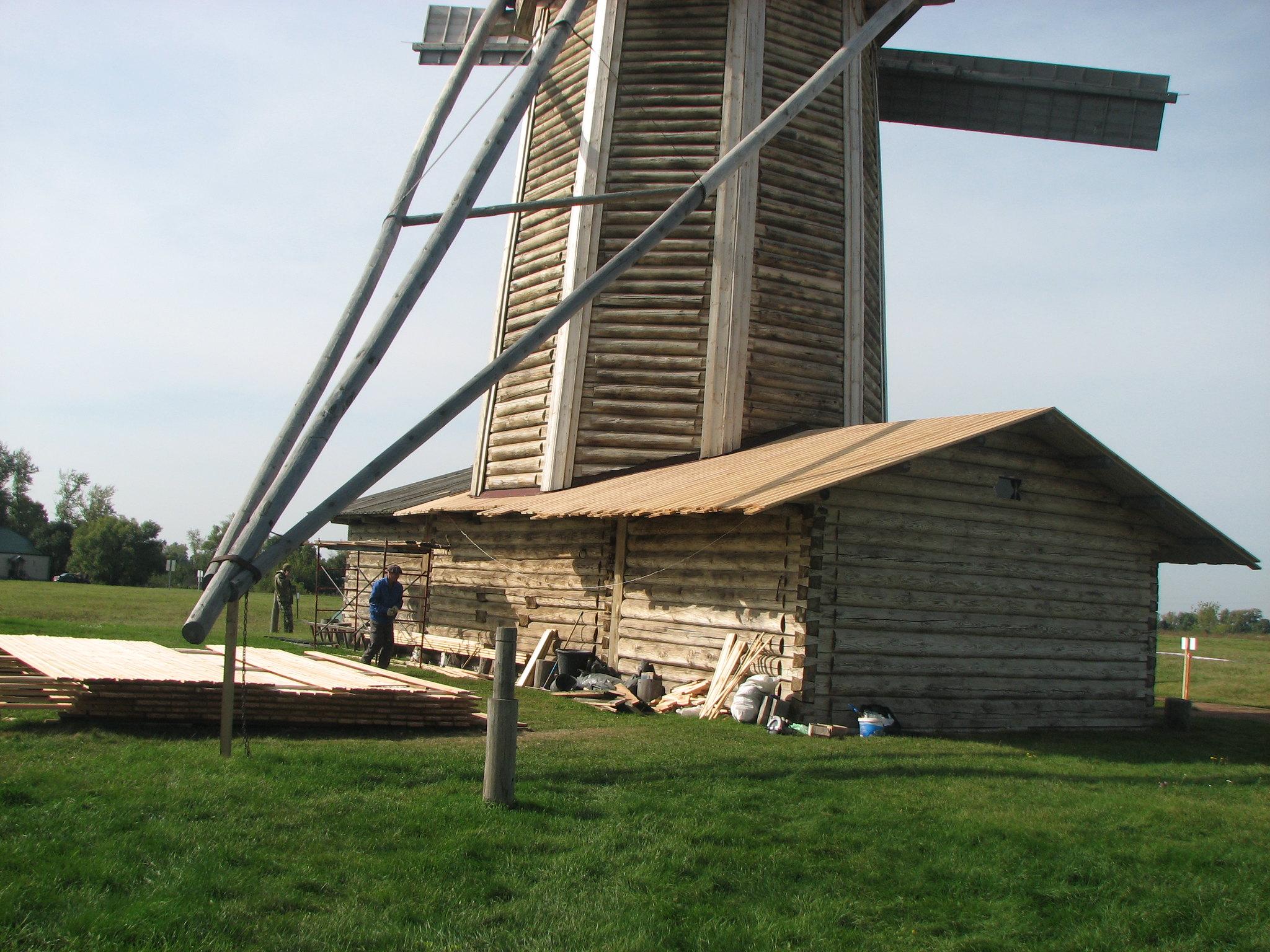 Производственная фирма «Реставрация» выполнила реставрационные работы ветряной мельницы